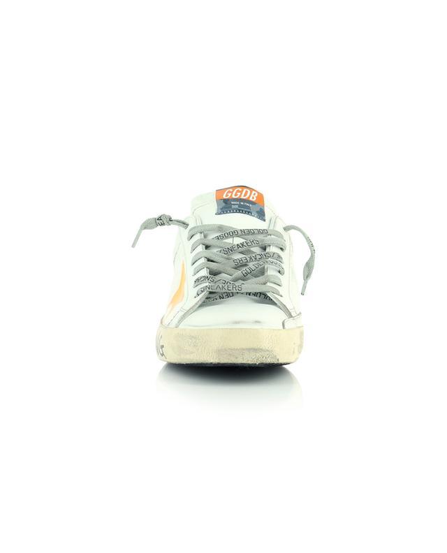 Weisse Ledersneakers mit Slogan und Neon-Stern Super-Star Classic GOLDEN GOOSE