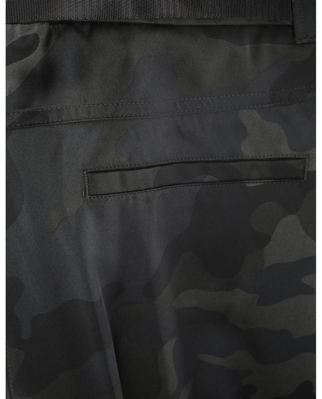 Pantalon cargo en satin imprimé camouflage Kathie CAMBIO