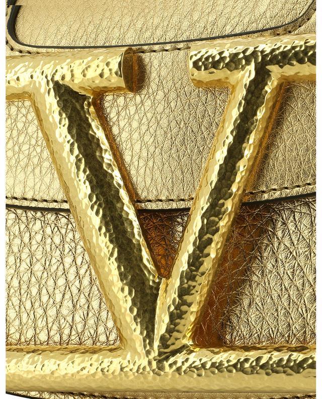 Sac porté croisé en cuir de veau doré grainé Supervee Small VALENTINO