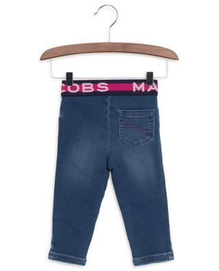 Jeans mit elastischem Taillenbund mit Logoprint LITTLE MARC JACOBS