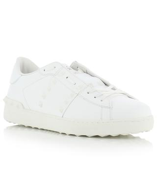 Baskets blanches ornées de clous blancs 11. Rockstud Untitled VALENTINO