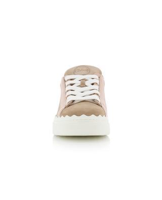 Baskets basses à lacets en daim détail logo Lauren CHLOE