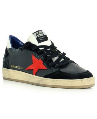 Niedrige Sneakers aus schwarzem Leder mit rotem Stern Ball Star GOLDEN GOOSE