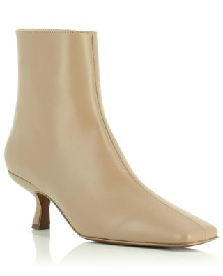 Bottines en cuir nude Lange BY FAR