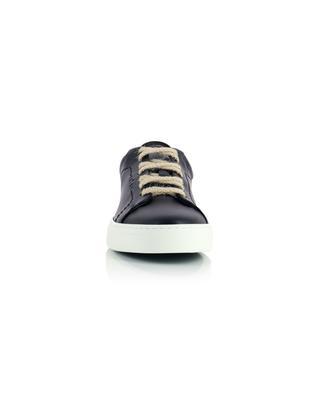 Niedrige Schnür-Sneakers aus schwarzem Kunstleder Neven Low YATAY