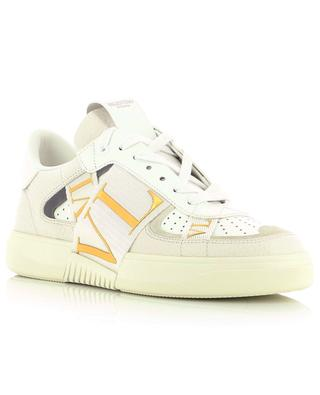 Baskets blanches multi-matière aux accents dorés VL7N VALENTINO